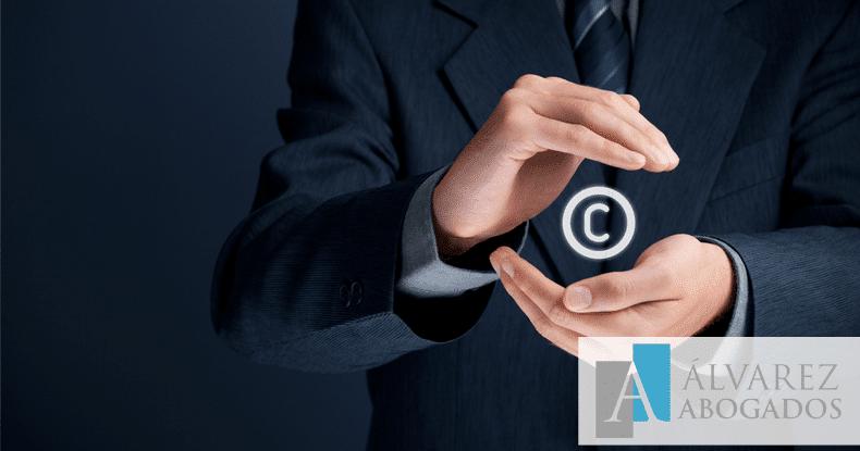 Derechos autor y daños morales, indemnización compatible