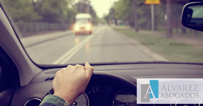 Conducir sin puntos: delito contra la seguridad vial